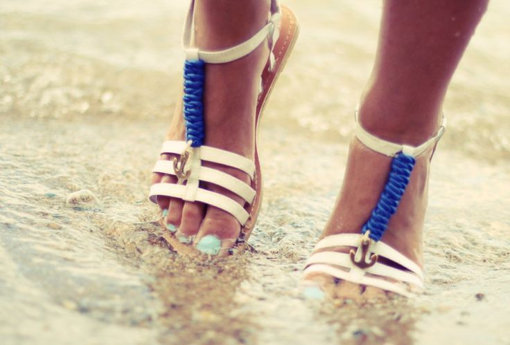 Sandals in white with metal anchor.