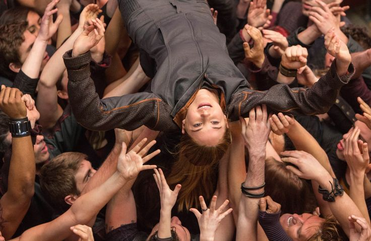 'Divergent' movie ratings may imply the movie is better than the book.