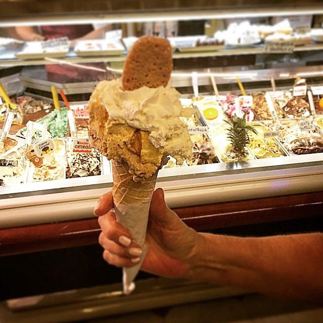 Makes the happiest of our days! Creme Brulee x Coffee Gelato at Gelateria Primavera, Sorrento #KRAVEEATS