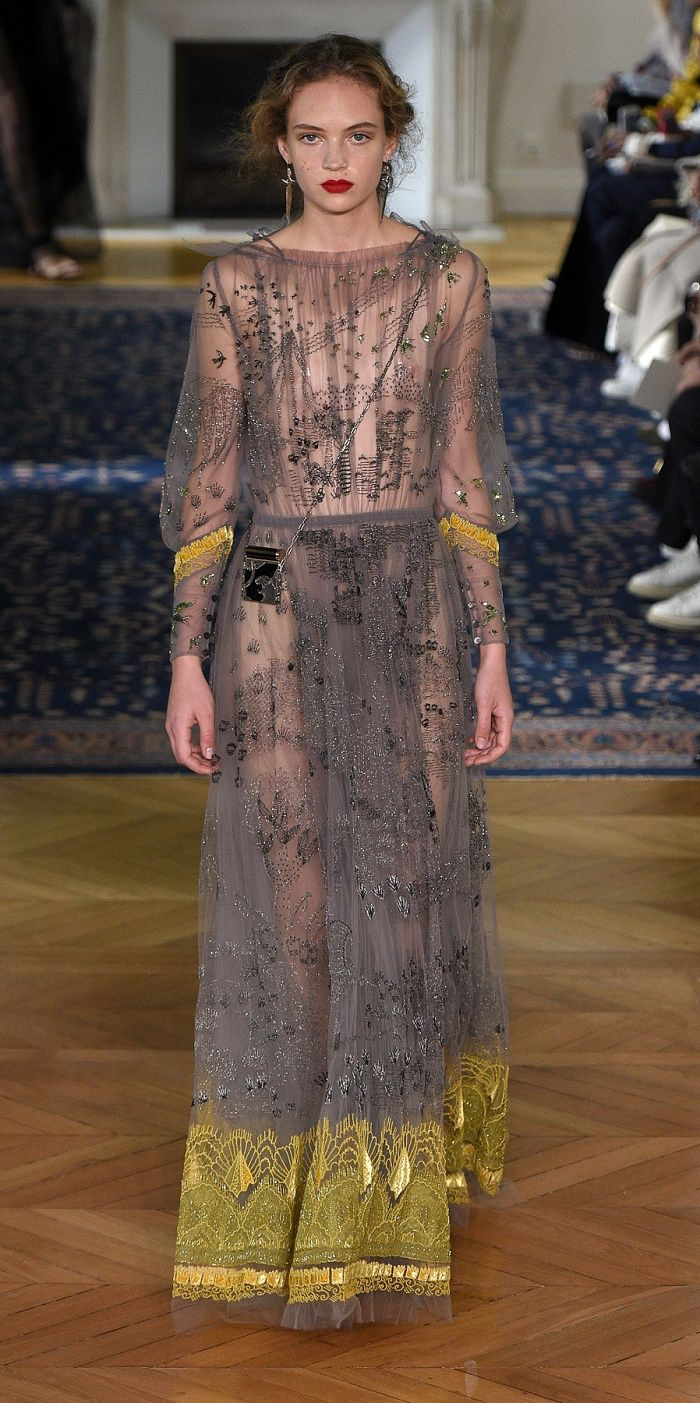 Desfile Valentino Primavera/Verão 2017: Paris Fashion Week [Destaques]