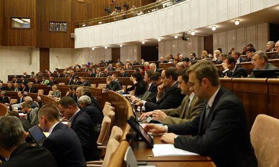 Politici al sicuro in Parlamento: dal 15 aprile niente accesso ai giornalisti senza accompagnatore | BUONGIORNO SLOVACCHIA