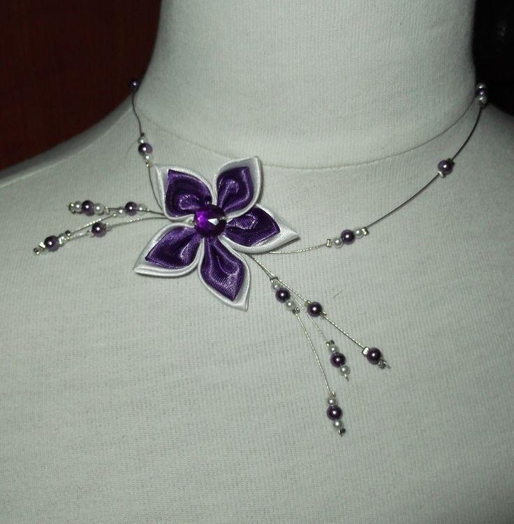 Collier de mariage fleur satin et perles nacrées blanches et violet