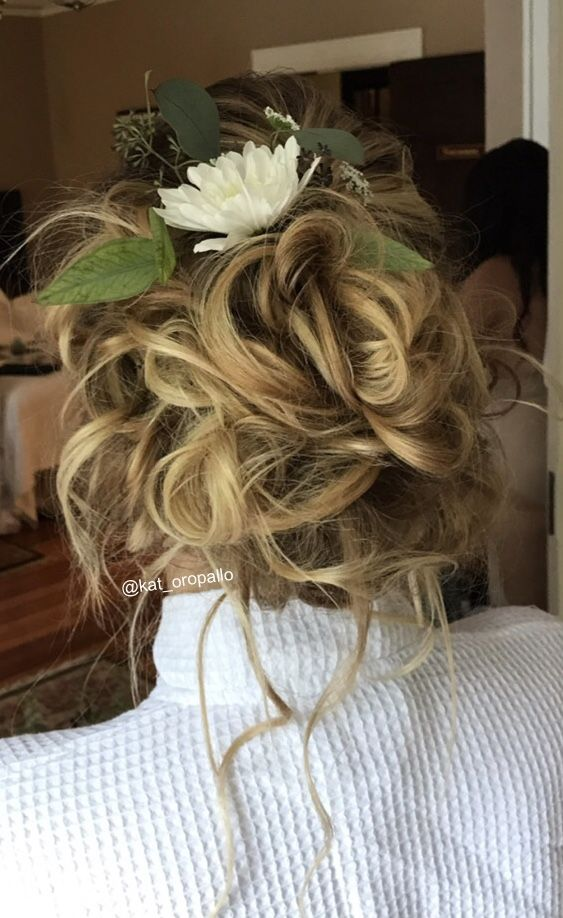 This wedding hair is an inspiration to a simple messy bun. Hair by @kat_oropallo @Katherine Elizabeth Salon #weddinghair#wedding#weddinginsporation#messybun#weddinghairideas#weddingupdos