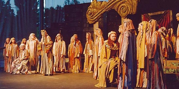 Nella Milano occupata dagli Austriaci e attraversata da un malcontento crescente, prime avvisaglie dell'insurrezione del '48, un poco più sconosciuto compositore portò in scena al Teatro alla Scala un'opera destinata a diventare per gli Italiani un