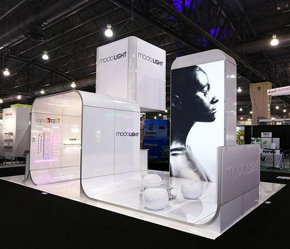 #11 - 25 Eye Catching Trade Show Stands - Moda Light #Events #EvenProfs #Design #Architecture