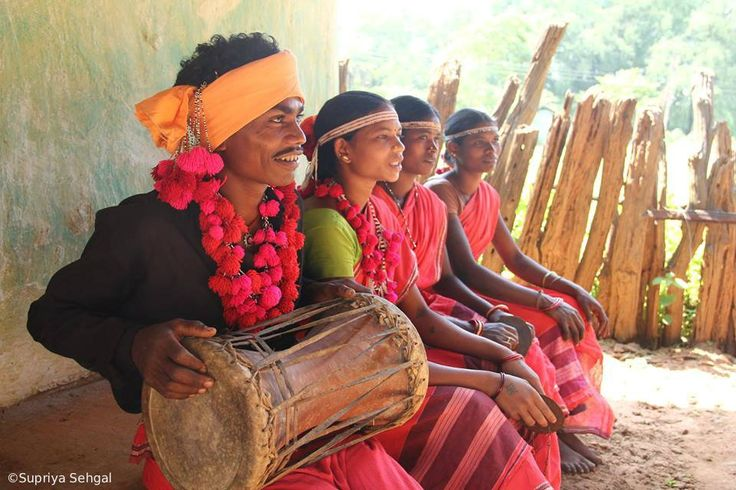 The sprawling farmlands of #Chhattisgarh, particularly in the Bastar region, sustain some of the most vibrant tribal communities in India.
