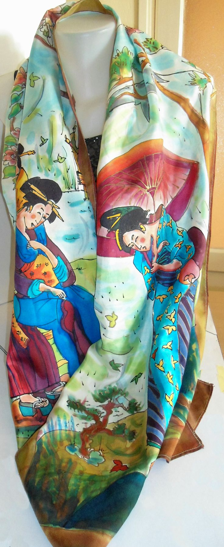 Chal de seda pintado a mano con personajes de Kitagawa Utamaro.