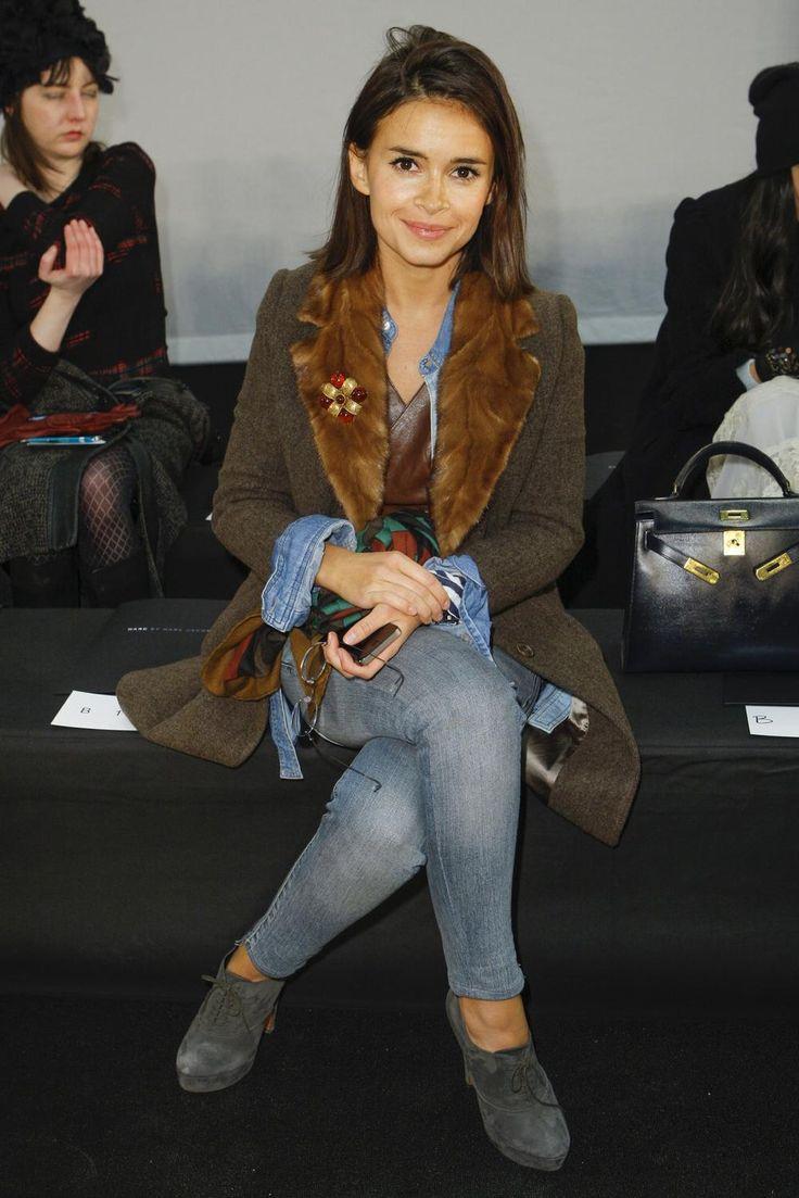 Mira Duma hair : icône de mode nationalité russe, mais éclectique dans ses choix de mode, ah ce petit manteau !