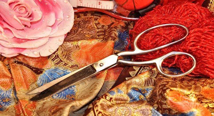 تفسير حلم رؤية قص الملابس في المنام دلالات قص الملابس في الحلم للعزباء والمتزوجة والحامل معنى قص الملابس بالمقص Fabric Boho Style Outfits Womens Fashion Boho