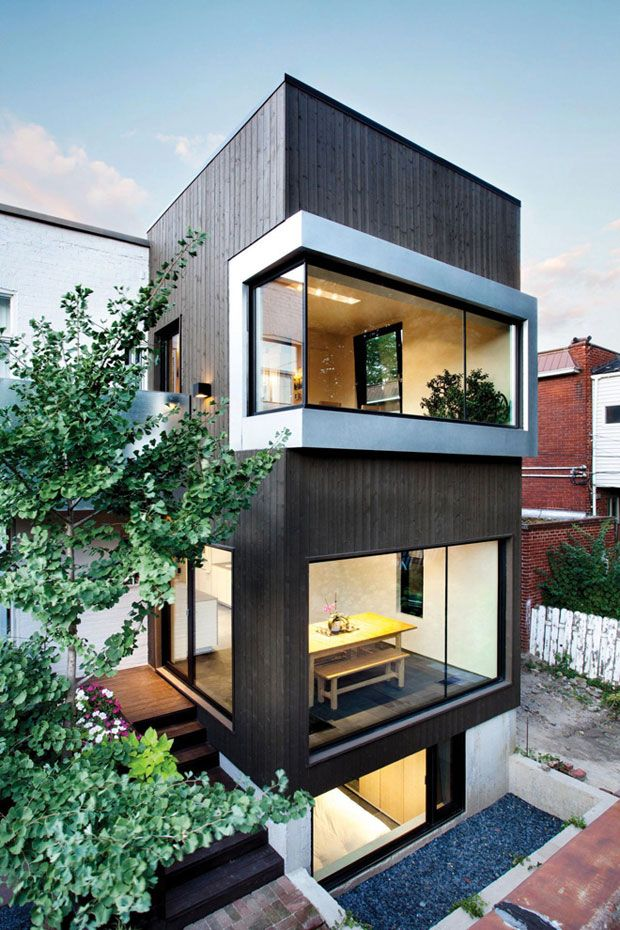 A couple with a passion for the contemporary architecture have commissioned NatureHumaine Architects to realized the Berri Residence. Their main desire was to create a dining room that would become the heart of the house, where family discussions would take place.