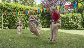Quatro brincadeiras divertidas para as festas juninas