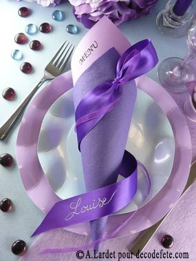 Sublimez votre décoration de table, avec cet entrelacs de rubans violets satin et organdi... #decoration #table http://www.decodefete.com/25m-rubans-38mm-satin-serie-p-1840.html