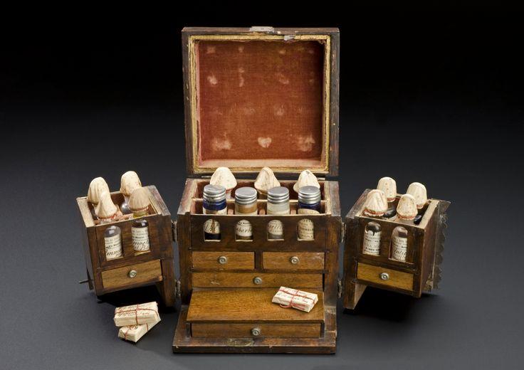 Small walnut medicine chest, Italy, 1851-1910 Врачи и их принадлежности.14-19 век - байки стетоскопа