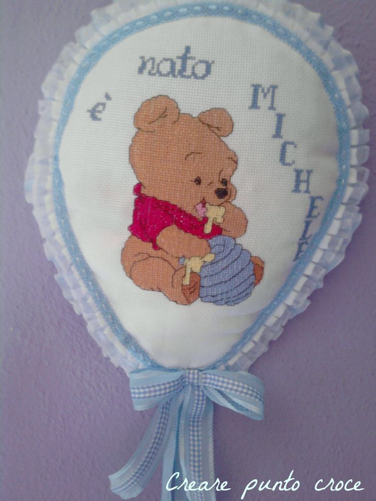 Coccarda palloncino winnie the pooh coccarde fiocchi for Punto croce disney winnie the pooh