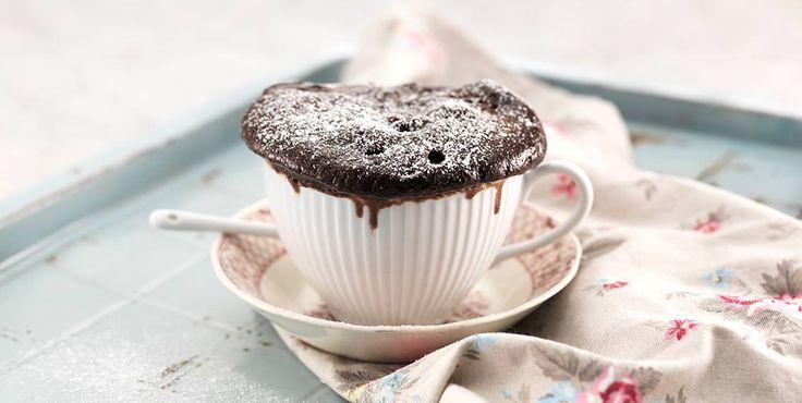 """Recept på en riktigt snabb koppkaka, som kallas både """"mug cake"""" och """"cake in a cup"""".  Superenkel att laga i micron när du är sötsugen men inte orkar baka."""