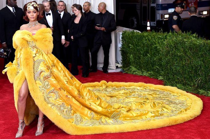 Rihanna met gala 2015 | The Story Behind Rihanna's Red Carpet-Winning Met Gala Dress ...
