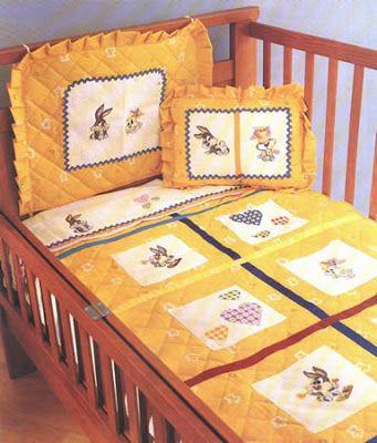 cubrecama o colcha para bebe decorada con punto cruz decoración en punto cruz par ala habitación de un bebe OjoconelArte.cl  