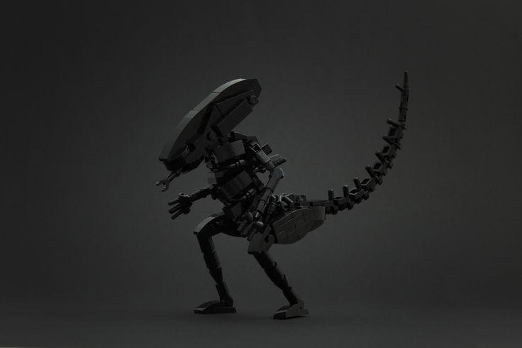 H.R. Giger and his xenomorphs really fascinated me since I had built my Predator, so I used the new black moulds to recreate the iconic alien.  All started with the flexible body and the use of handle bars. If you want to learn more about this creature check out the article on NewElementary and the video we made in Skaerbaek.