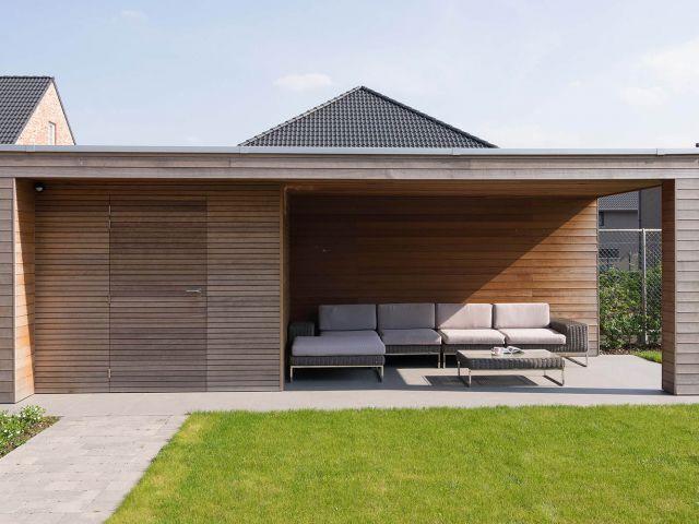 Sommerhaus Mit Markise Fenster Mit Sommerhou In 2020 Gartenhaus Mit Terrasse Gartenhaus Pergola Design
