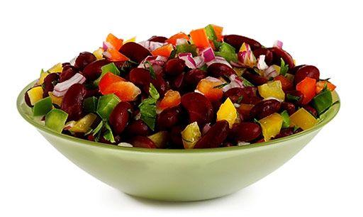 Hallo, dieser Bohnen Salat mit Paprika lässt sich sehr schnell und einfach zubereiten. . Kidney Bohnen in ein Sieb füllen und bitte mit fließendem Wasser spülen, bis das Wasser nicht mehr schäumt…