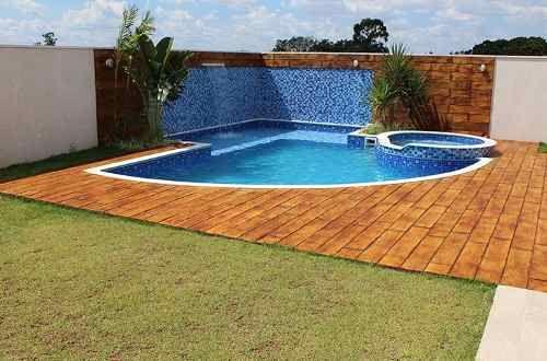 piscina com piso imitando madeira - Pesquisa Google