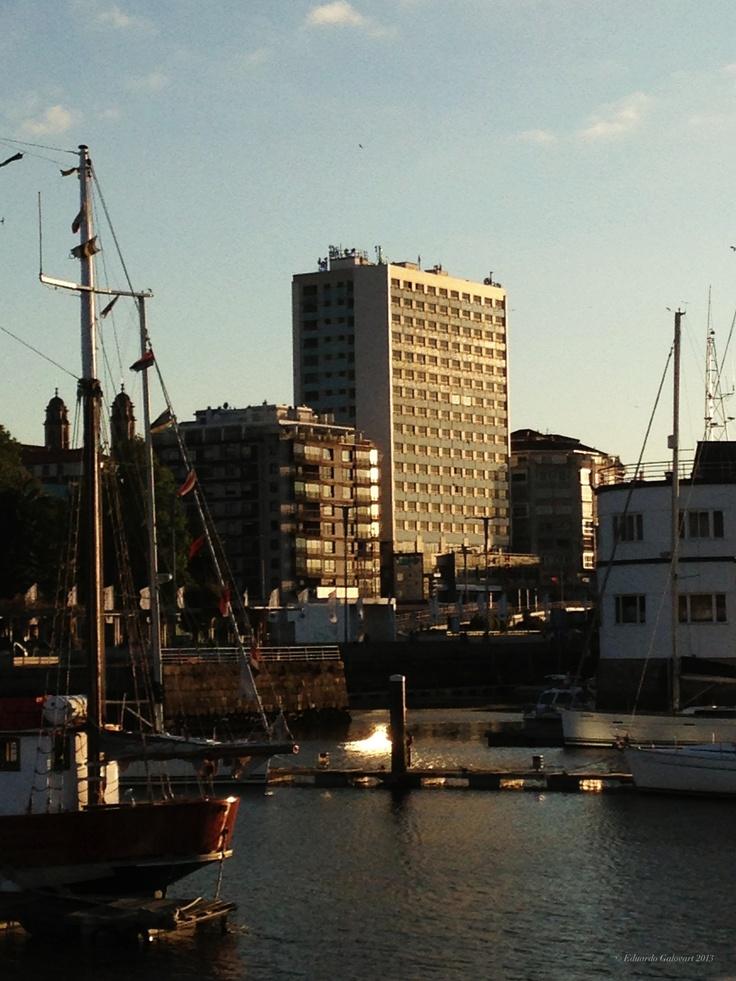 Edificio del Hotel Bahía y Naútico de Vigo.