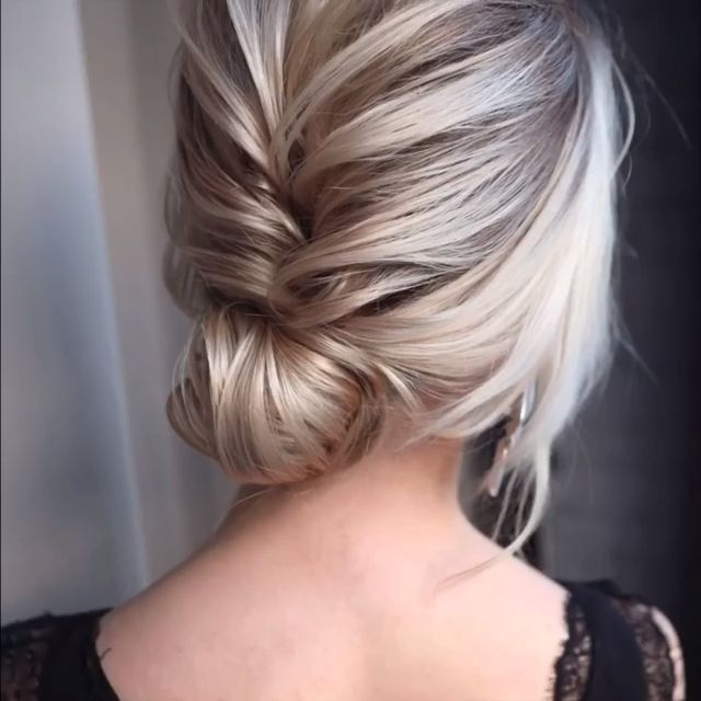 Let's look at the best bridal hair styles and tutorials we've chosen for you! #braidedhairstyles #br
