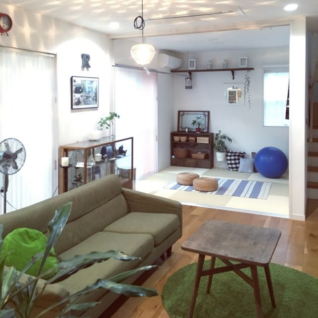 Rinさんの、Overview,観葉植物,ソファー,ニトリ,コーヒーテーブル,ガラスショーケース,アンティークテーブル,アンティークガラスケース,いいね