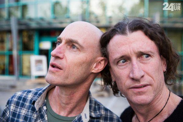 The Umbilical Brothers sta že skoraj 30 let Shane Dundas in David Collins.