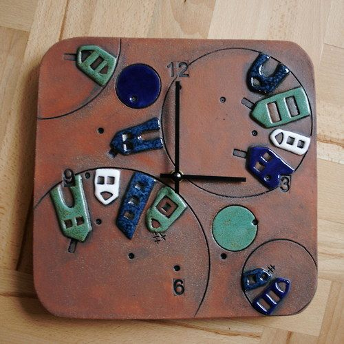 Keramické hodiny s domečky čtvercové v modré