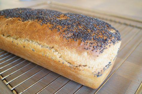 Opskrift på hjemmebagt franskbrød med birkes. Lækkert til morgenbordet i weekenden eller til eftermiddagskaffen. Nydes med smør og en god ost.