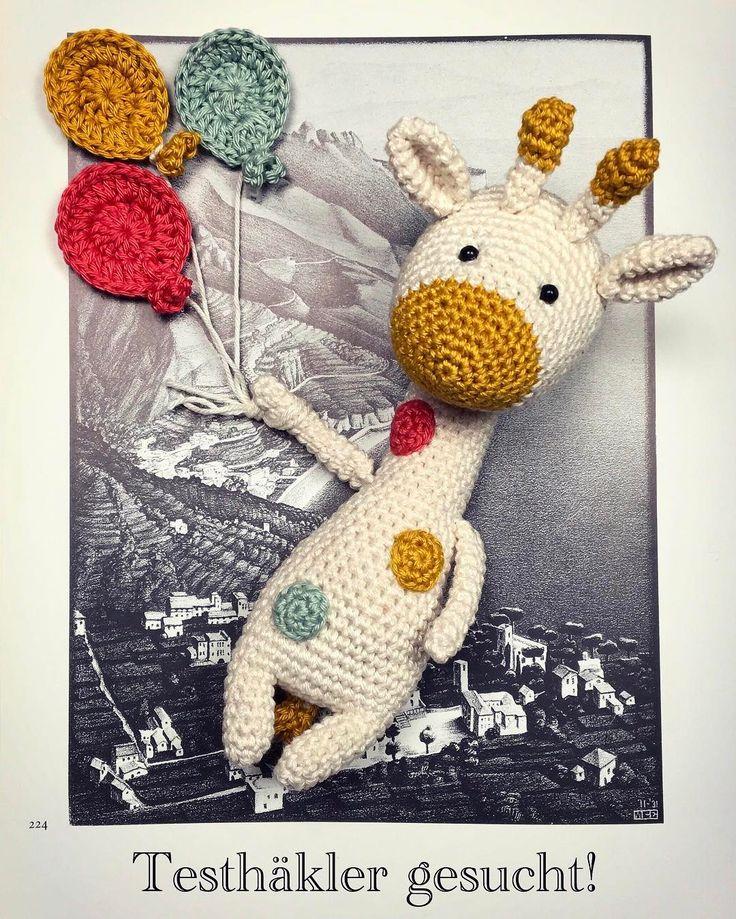 Dottie will die Welt erkunden! Wer von euch Lust hat die Anleitung zu testen, schreibt doch bitte einen kurzen Kommentar. Vielen Dank schon einmal im Voraus!  . . #prenzlzwerg #dottie #handmade #handmadewithlove #handcraft #craft #crochet #crocheting #crochetdoll #crochetpattern #amigurumi #amigurumidoll #amigurumipattern #giraffe #balloons #pattern #berlin