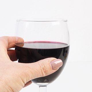 Eind deze maand vlieg ik naar @domainedeladame in Frankrijk om het wijndomain, de wijngaard, gites en de Grand Dame zelf te fotograferen. Volgen jullie @domainedeladame al? . . .  #frankrijk #bergerac #dordogne #wijn #wijnboer #wijngaard #wine #winetasting #winelover #winelovers #wijnliefhebbers #frenchwine #fransewijn #merlot #cabernet #cabernetsauvignon #malbec #vineyard #wijnranken #wijnen #wijnbeurs #domainedeladame #winechateau #wijnkasteel #fotografie #photography