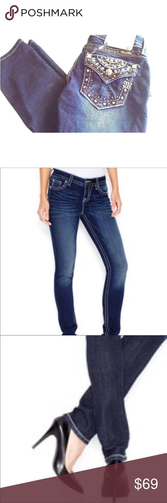 Miss Me Flap-Pocket Cropped Skinny Jeans B39 Miss Me Women's Flap-Pocket Cropped Skinny Jeans Dark Blue.Crop skinny jeans Embellished rear pockets, Flap pocket, Logo patch. 88% Cotton, 10% Polyester, 2% Elastane. Miss Me Flap-Pocket Cropped Skinny Jeans B39 Miss Me Jeans