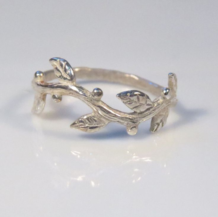 Zilveren takje ring, boom tak ring, zilver organische ring, natuur geïnspireerd takje sieraden door DvoraSchleffer op Etsy https://www.etsy.com/nl/listing/207959149/zilveren-takje-ring-boom-tak-ring-zilver
