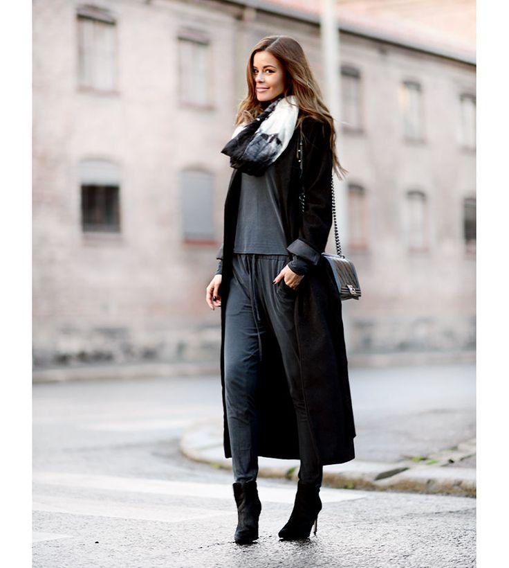 nettenestea-outfit-streetstyle-chanel-desember-blogg-annette-haga-mote-antrekk-iben-blått-sett-notion-jakke-kåpe-second-female-skjerf.jpg