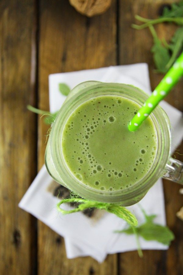 Feeling like you need a Detox? This creamy Arugula Smoothie is a life saver!