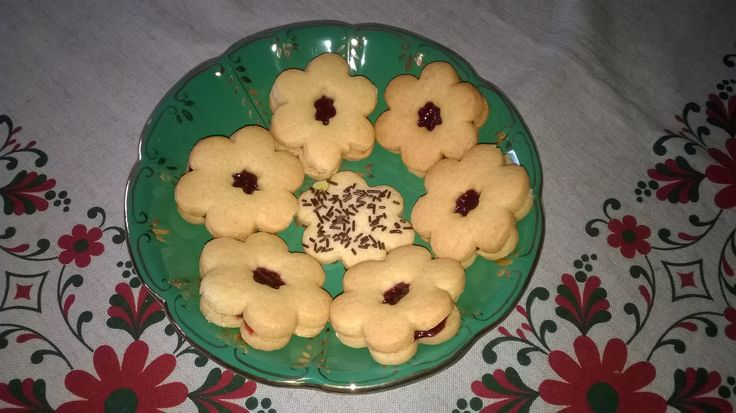 Biscottini con la marmellata.