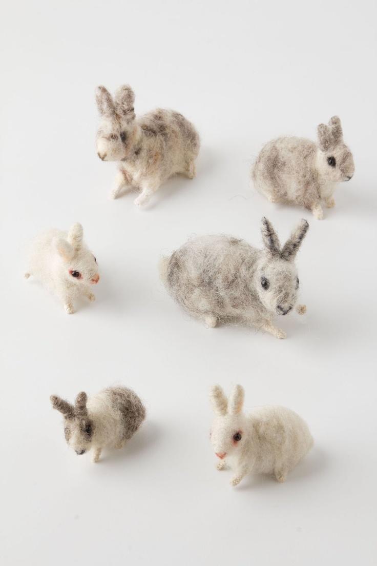 felt bunnies//