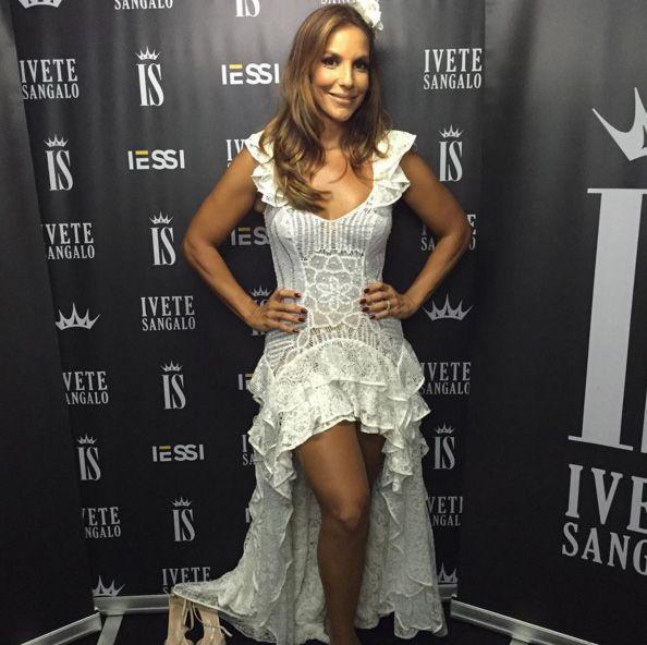 Ivete Sangalo com look Martha Medeiros