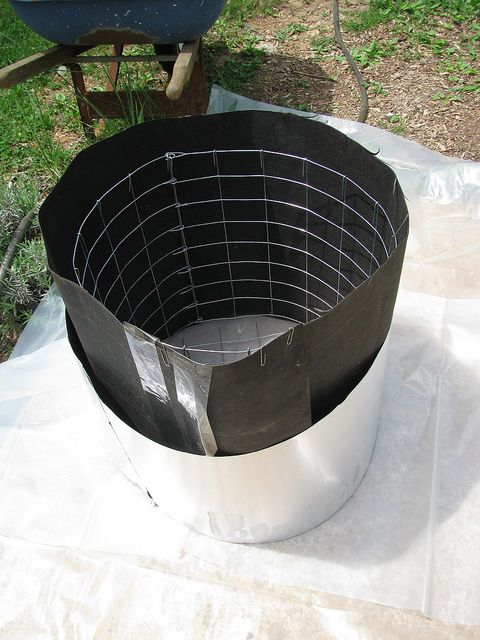 form for round planter.....this link has great hypertufa mold ideas