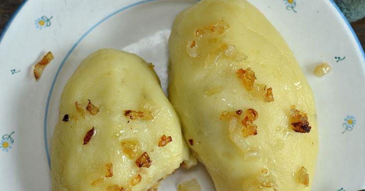 Polskie kluski ziemniaczane z mięsem, zachowane w czułych wspomnieniach z dzieciństwa, ze szkolnej stołówki i maminej kuchni. Przygotowane b...