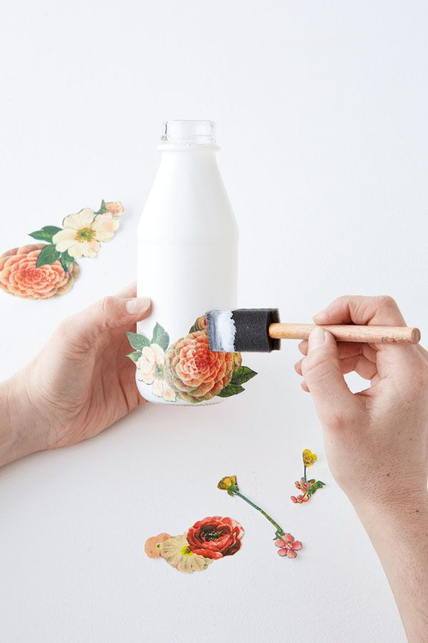 Decoupage a bottle with vintage illustrations of flowers