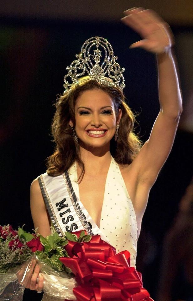 Denisse Quiñones Miss Universe 2001, cuarta puertorriqueña en ganar el concurso.