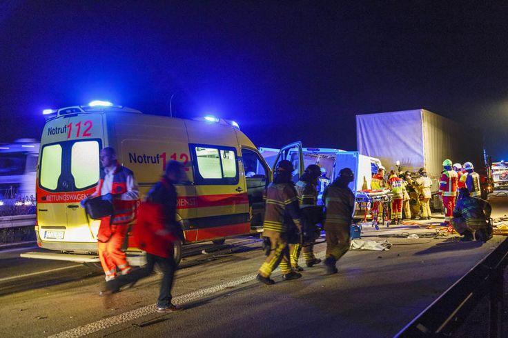 Schwerer #Unfall auf #Autobahn72, #Feuerwehr und #Rettungsdienst im #Einsatz, #Auffahrunfall #Vollsperrung