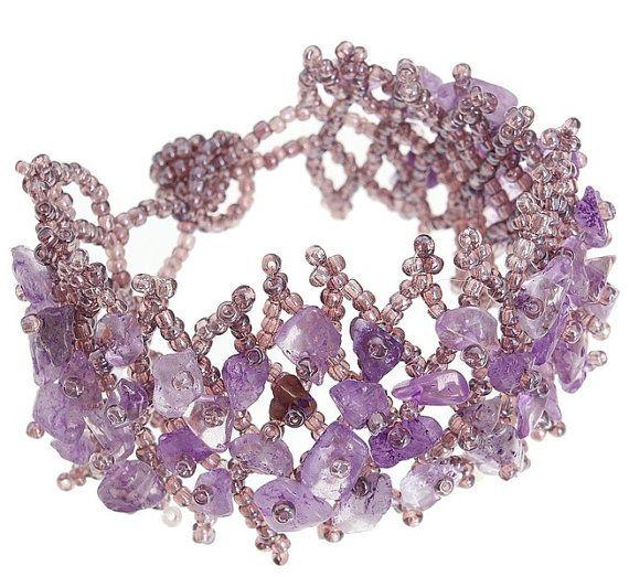 летние браслеты из натуральных камней и бисера