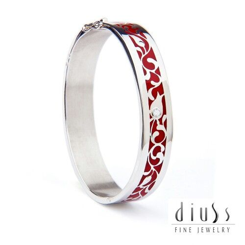 High quality luxury 925 sterling silver bracelet designed and crafted for you from Budapest. All ready vailable in US.