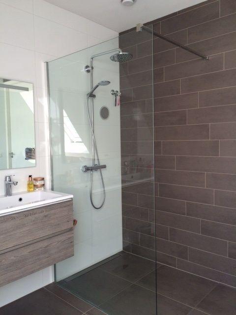 Badkamer tegels Mosa beige en brown tegelstroken 15x60 cm en vloertegels 60x60 cm