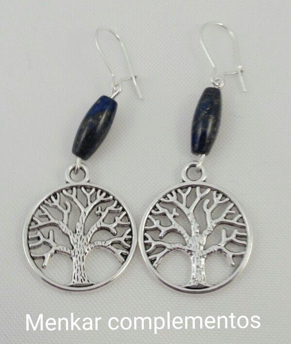 Pendientes con gancho de plata, tubo de lapislázuñi y charm.árbol de la vida.