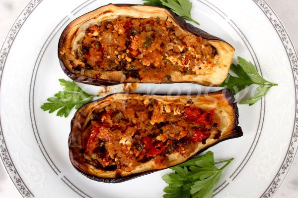 μικρή κουζίνα: Μελιτζάνες γεμιστές με λαχανικά